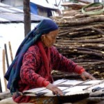 Weaving blankets in Nepal