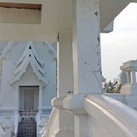 Cracks on the pillars at the white temple (Wat Rong Khun)