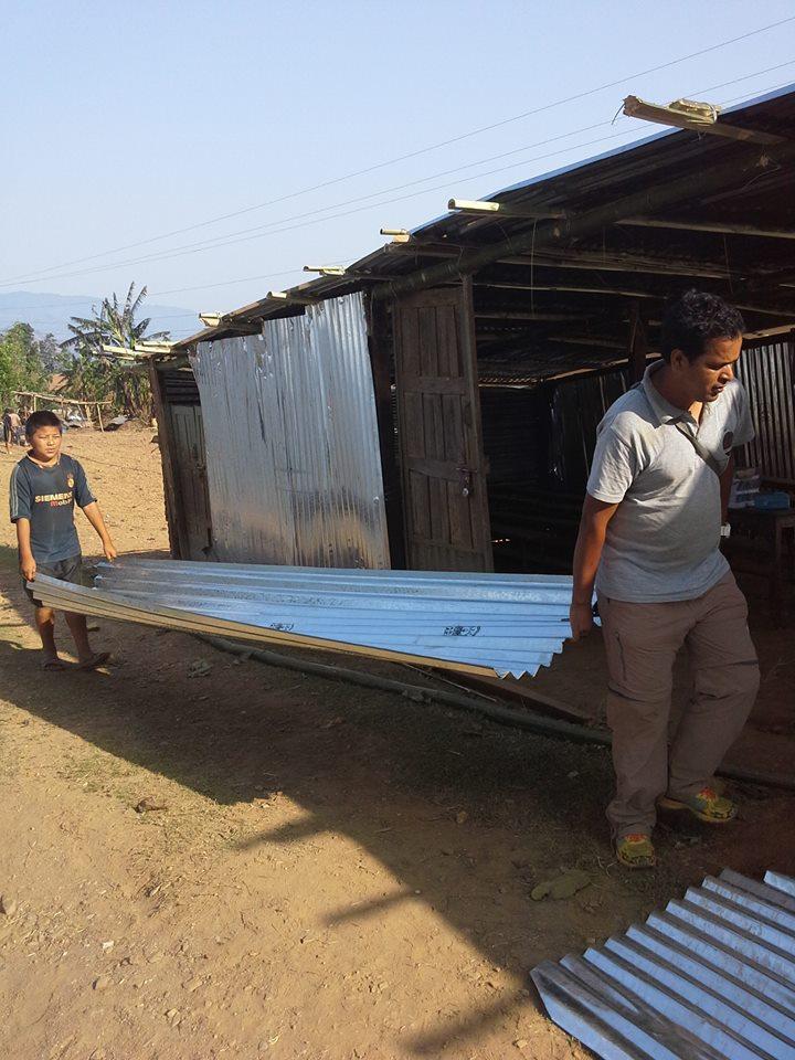 Volunteers helping to rebuild in Nepal