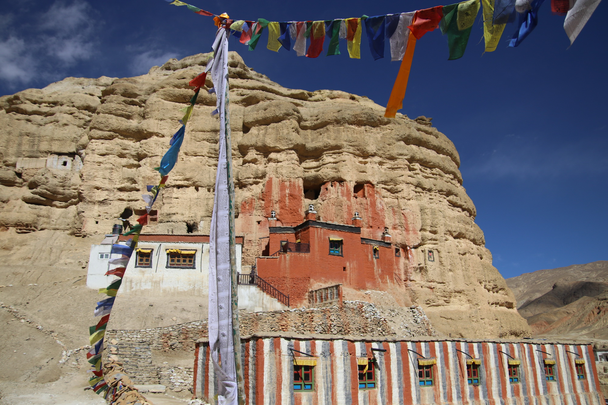 Lo-Nifu Gompa near the Chhoser caves Upper Mustang 25_resize