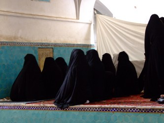 Iranian Women Praying