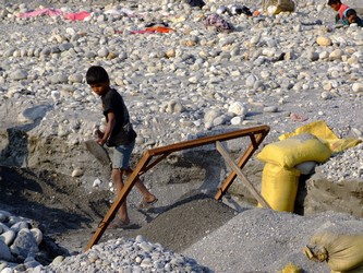 Young boy working on the Sai river Mine